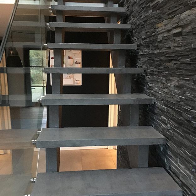moerk-beton-trappetrin